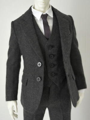 Gray-Wool-Suit_359478_01