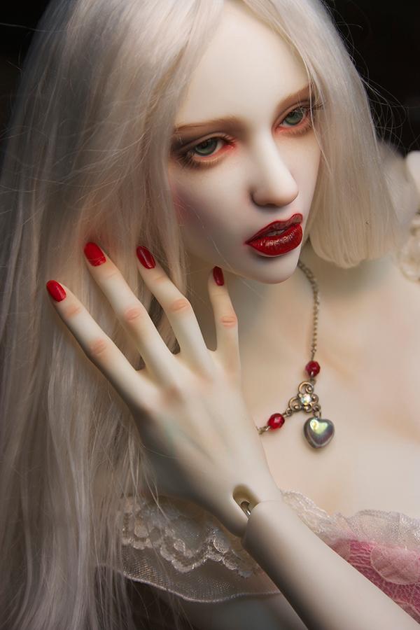 Amanda-Beauty_600900_01