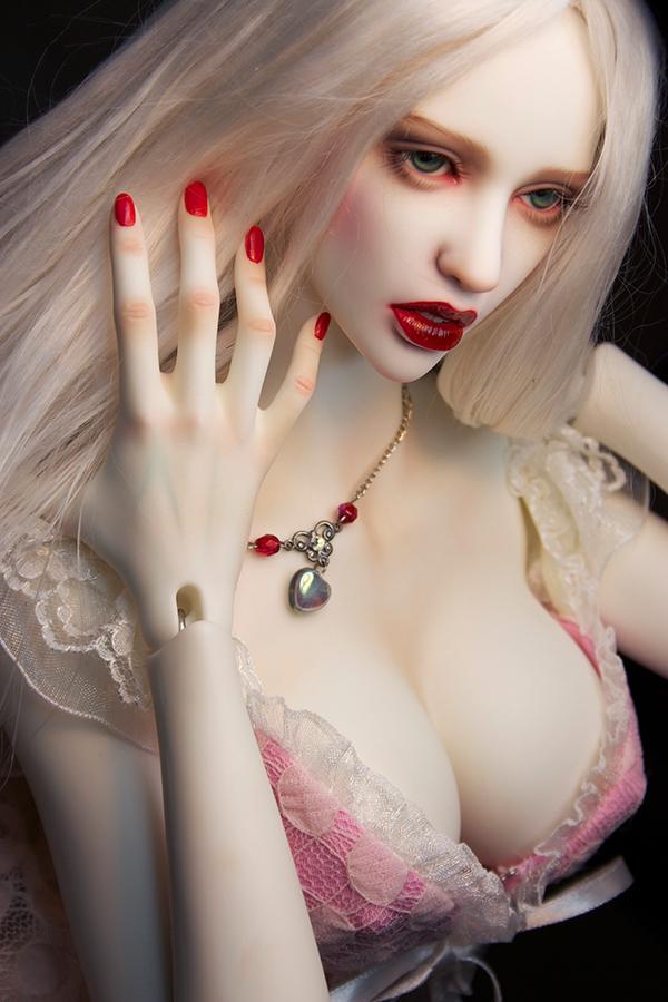 Amanda-Beauty_600900_02